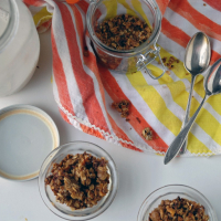 Maple Sweetened Quinoa and Oat Granola