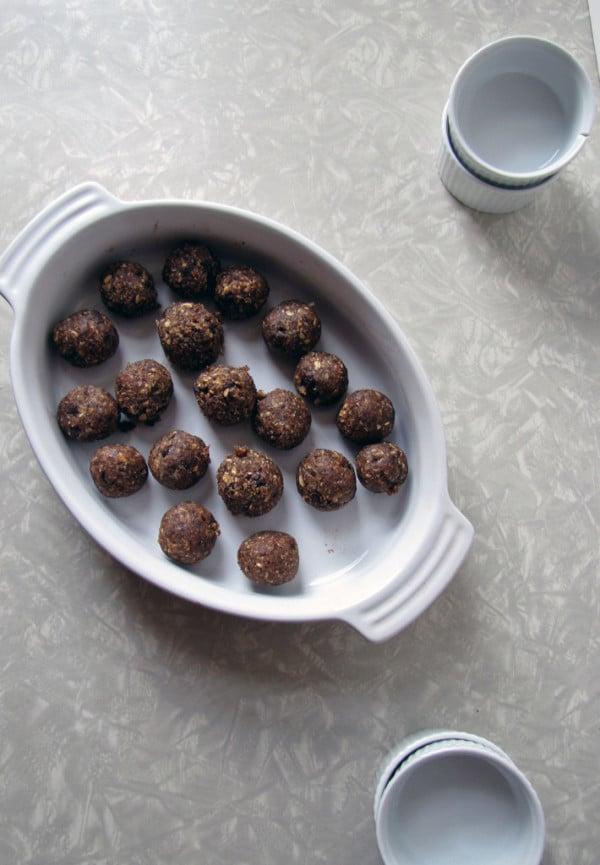 Oatmeal Chocolate Peanut Butter Date Bites