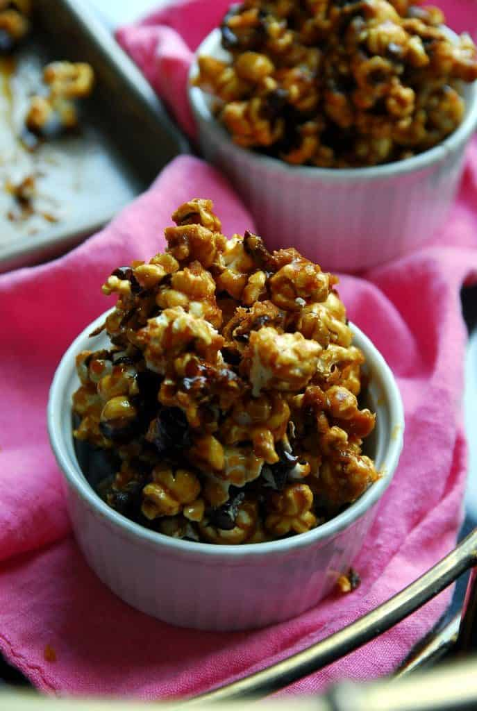 Maple Syrup Caramel Corn (without corn syrup!) {vegan}