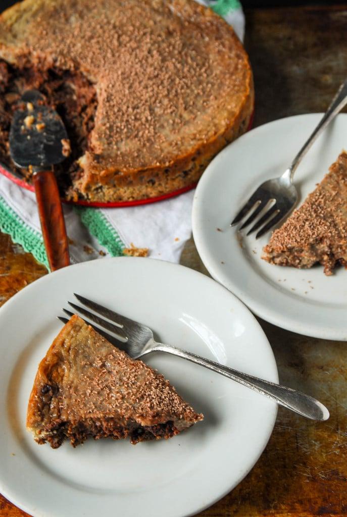 Vegan Chocolate Swirl Cheesecake with Cookie Crust// heartofabaker.com