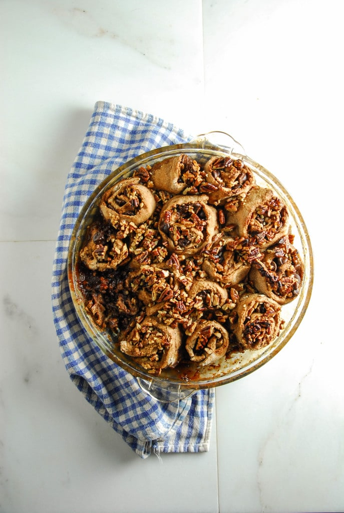 Maple Pecan and Dark Chocolate Cinnamon Rolls//heartofabaker.com