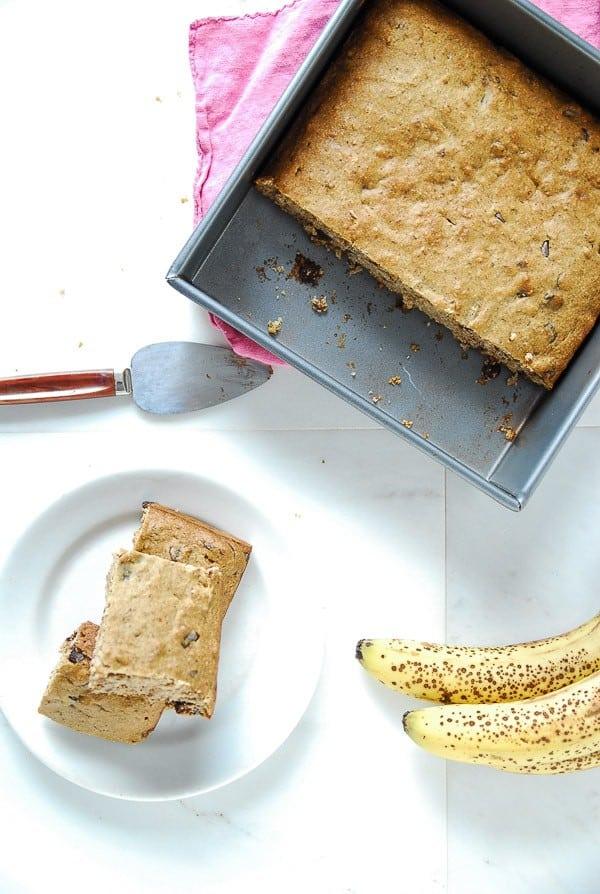 Banana Chocolate Chip Snack Cake//heartofabaker.com