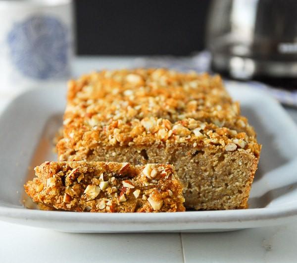 Brown Sugar Almond Streusel Bread//heartofabaker.com