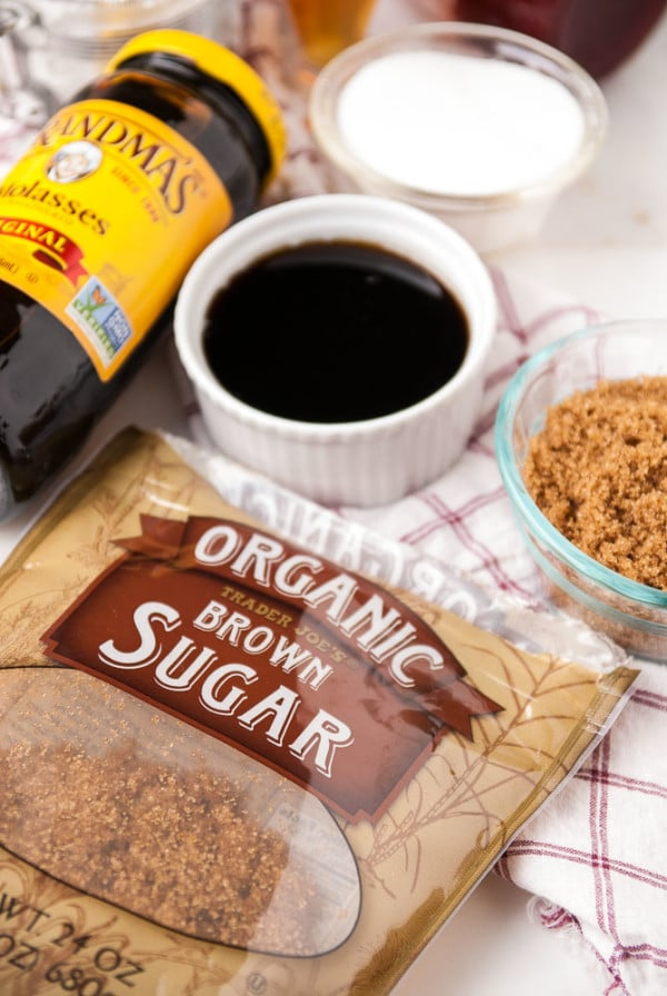 Vegan Baking Basics- Vegan Sweeteners //heartofabaker.com