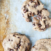 Caramel Stuffed Chocolate Chip Cookies//heartofabaker.com
