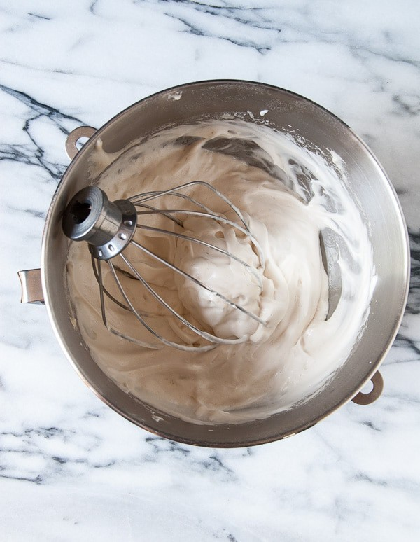 How to Make Vegan Meringue//heartofabaker.com