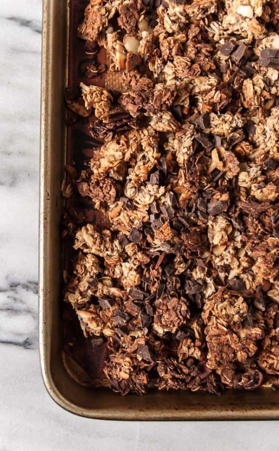 Dark Chocolate Banana Bread Granola//heartofabaker.com