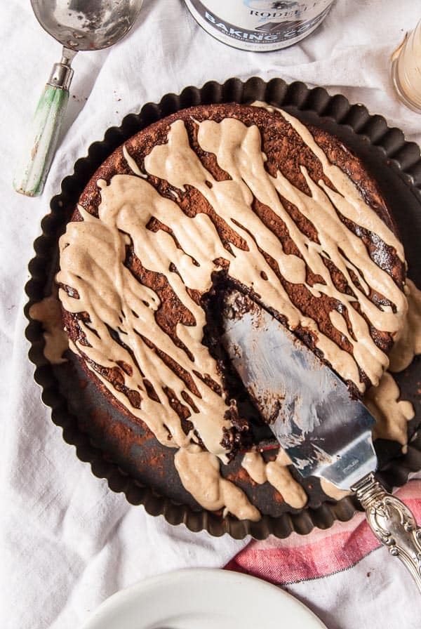 Flourless Peanut Butter Chocolate Cake//heartofabaker.com