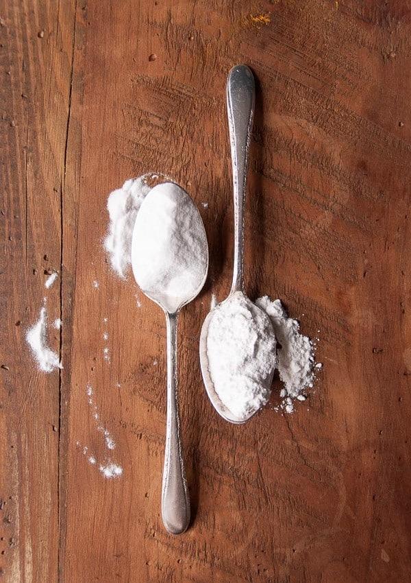 Vegan Baking Basics: The Difference Between Baking Soda vs Baking Powder
