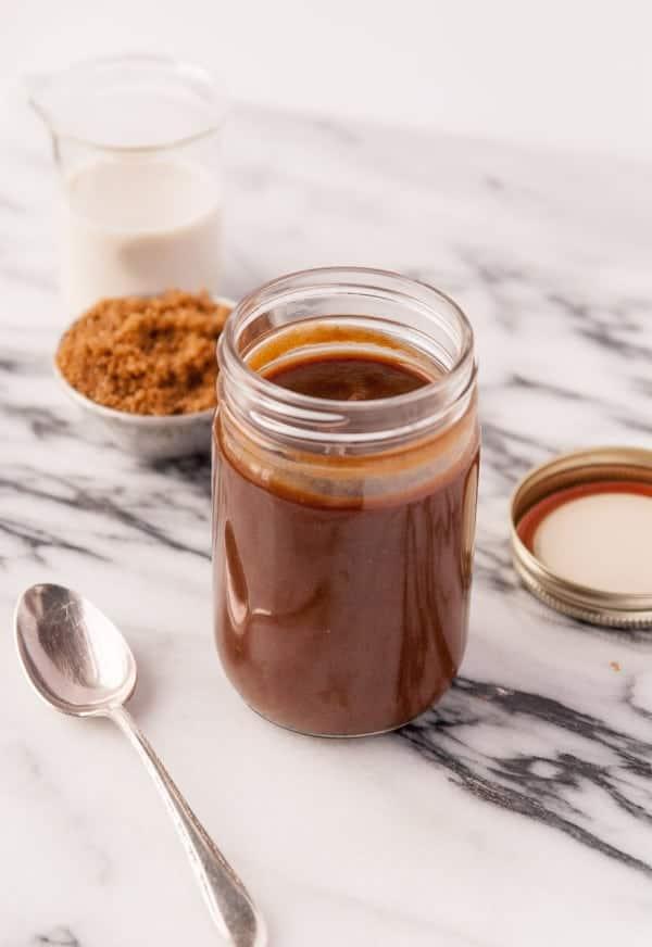 Vegan Caramel Sauce//heartofabaker.com