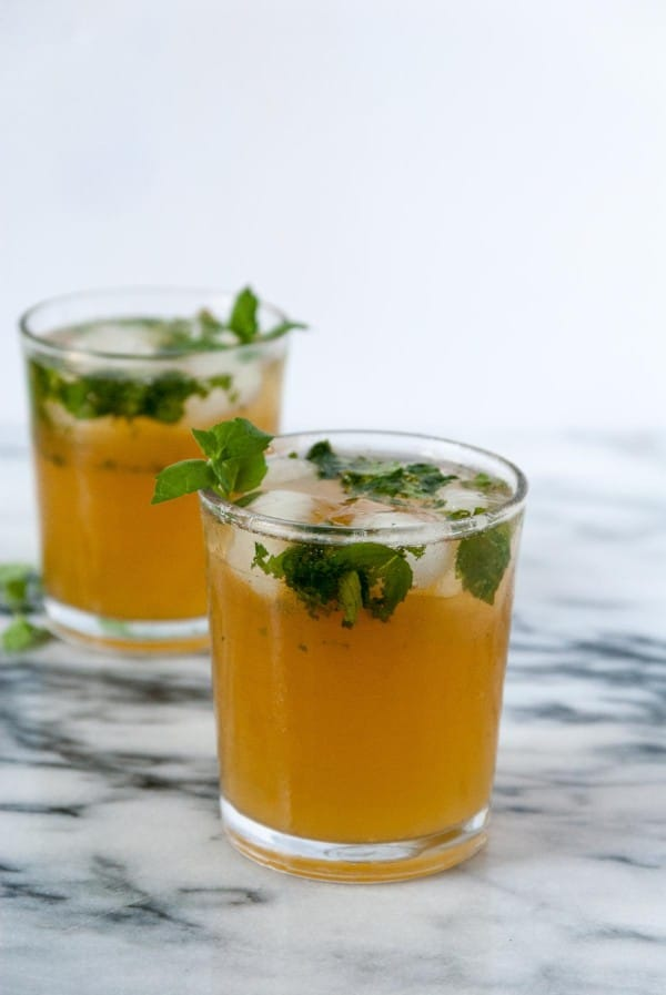 Boozy Green Tea Mint Cooler- A boozy green tea mint cooler that is perfect for capping off the end of summer blues! #drinkthesummer