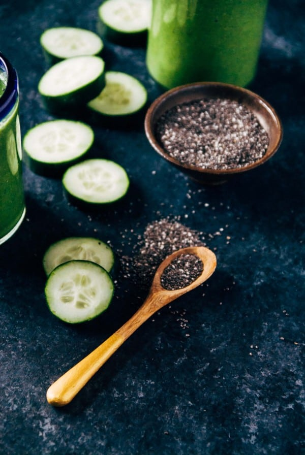 Hydrating Cucumber Spinach Smoothie- A quick and green hydrating cucumber spinach smoothie that is perfect pre or post workout! Made with cucumbers, spinach, and almond milk.