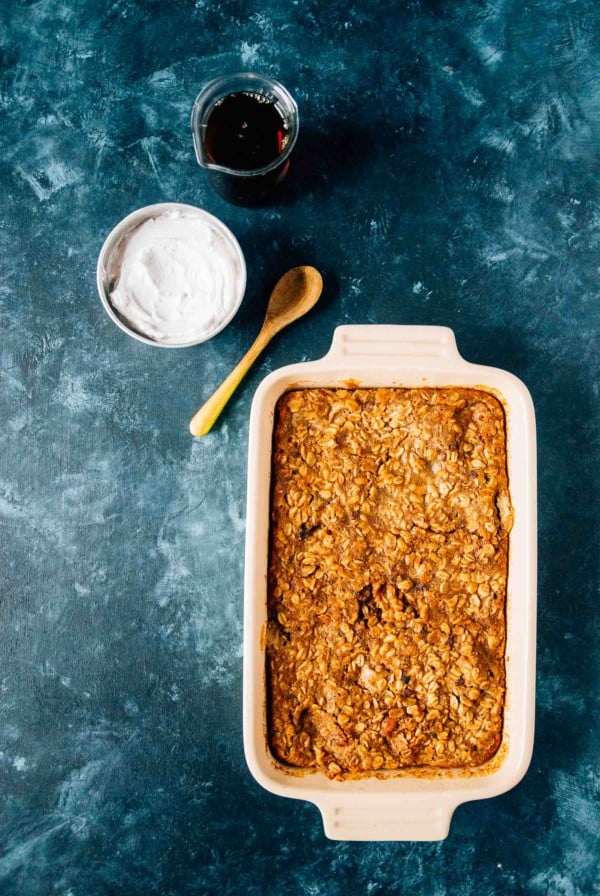 Peanut Butter Banana Baked Oatmeal- A quick and hearty breakfast, filled with peanut butter, sweet maple syrup and slices of banana!
