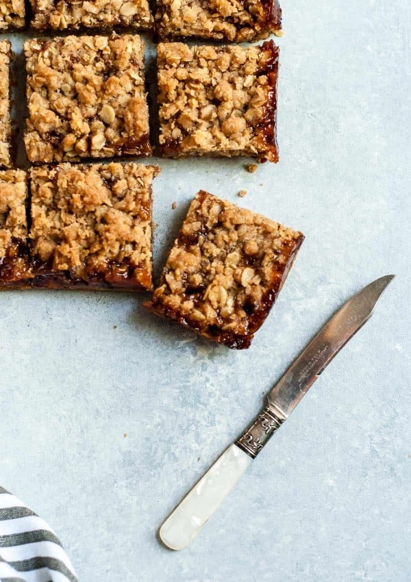 cherry crumble bars with knife