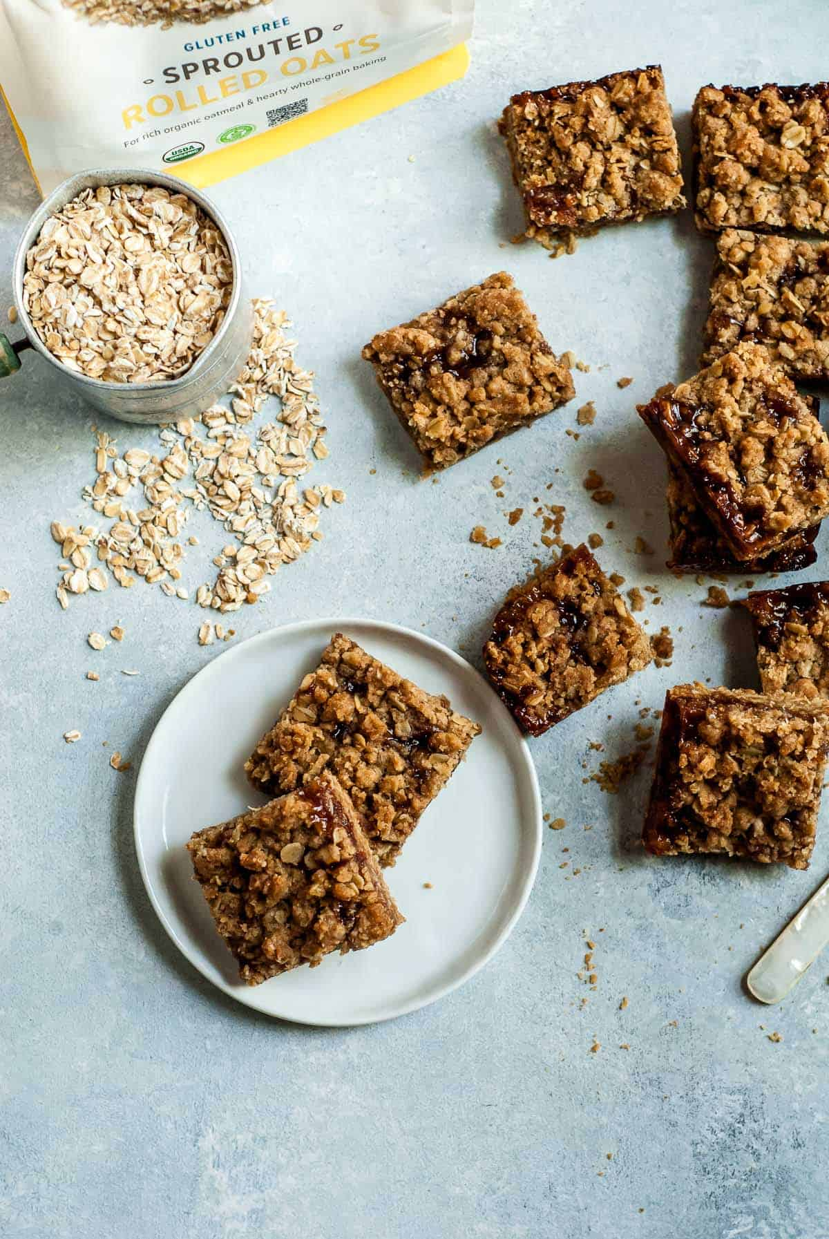 cherry crumble bars with oats and knife